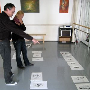 """Größere Ansicht des Bildes """"Auswahl der Grafiken mit Uwe Lach, Leiter & Inhaber der Theaterschule Pegasus"""""""