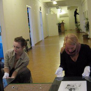 """Größere Ansicht des Bildes """"Kunst & Künstler bitte mit Samthandschuhen anfassen"""""""